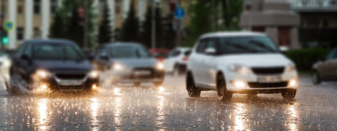 Conducir bajo lluvia