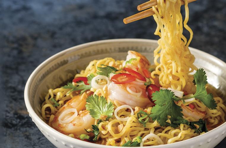 Noodles picantes con camarones