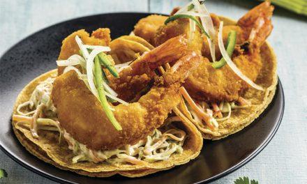 Tacos de camarón con ensalada de col