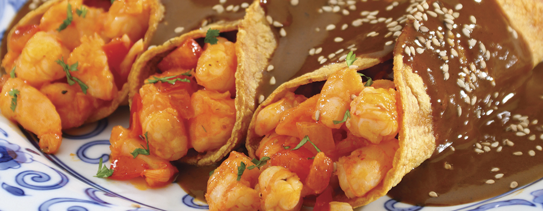 Tacos de camarón con mole