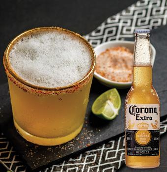 Bebida cerveza margarita con cerveza Corona